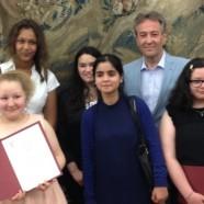 WE-CARE-Schüler erhalten Urkunden für ehrenamtliches Arbeiten