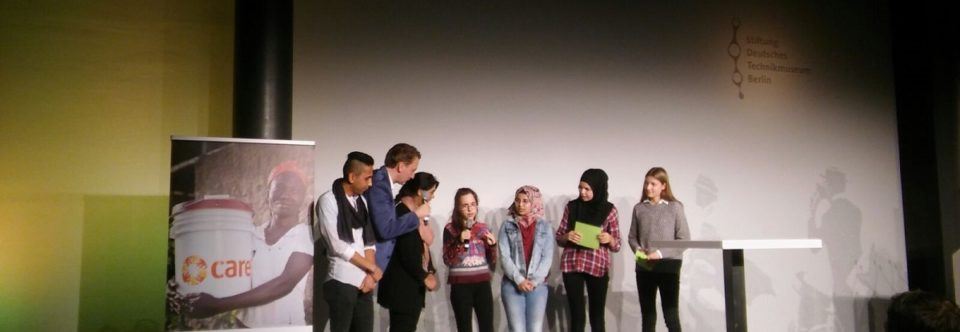 Die We CARE-Kids auf der Bühne in Berlin