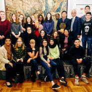 MKG Schüler*Innen stehen auf der Bühne im Alten Rathaus